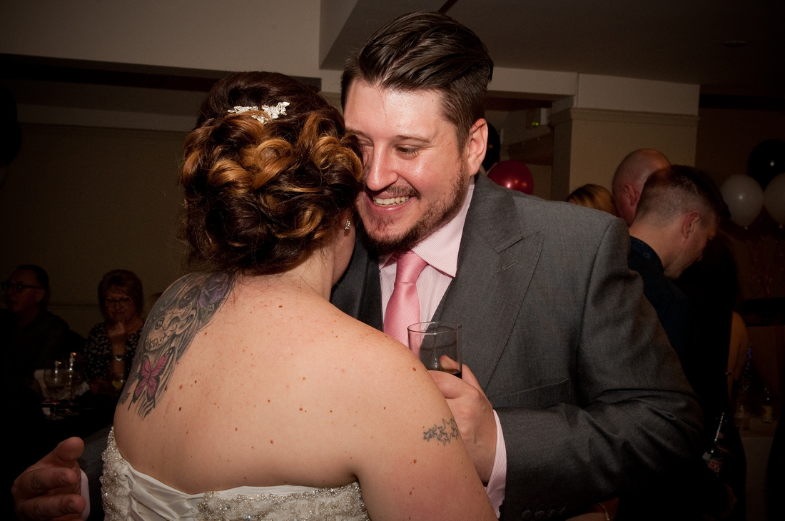 Rotherham wedding photographer first dance