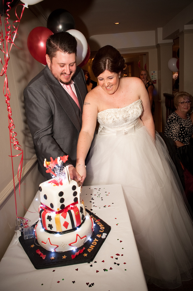 Rotherham wedding photographer cake cutting